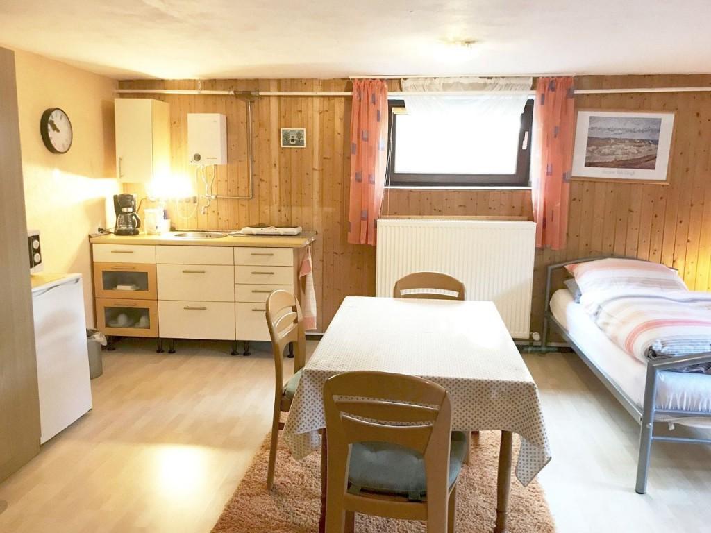 wohnobjekte bed and breakfast regensburg. Black Bedroom Furniture Sets. Home Design Ideas